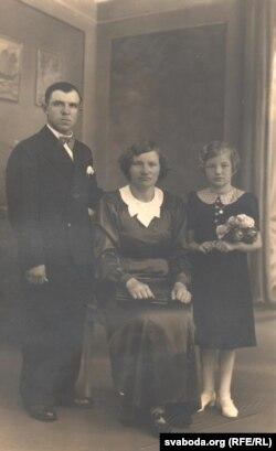 Семья Гринцевичей незадолго до переезда в СССР