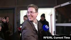 Андрей Баршай выходит из здания Мещанского суда в Москве. 18 февраля 2020 года