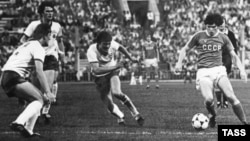 Soviet forward Sergei Andreyev faces off against East German players in the men's soccer semi-final at the 1980 Moscow Olympics.