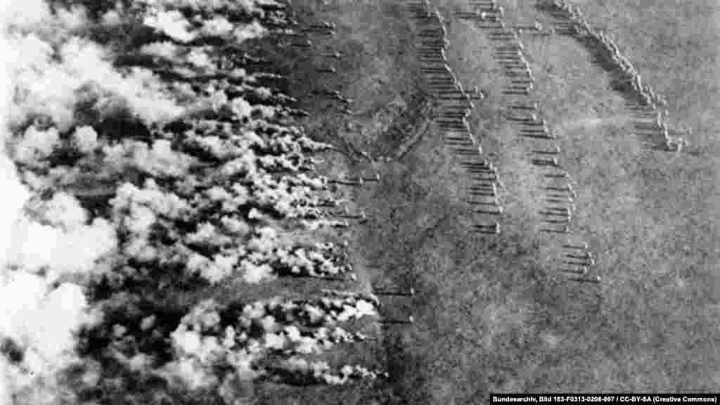 Момент газовой атаки германской армии. Фото сделано с русского самолета в 1916 году