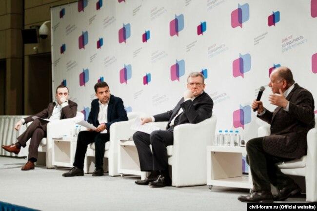 Общероссийский гражданский форум в Москве. Слева направо: Гор Нахапетян, Александр Архангельский, Алексей Кудрин, Даниил Дондурей