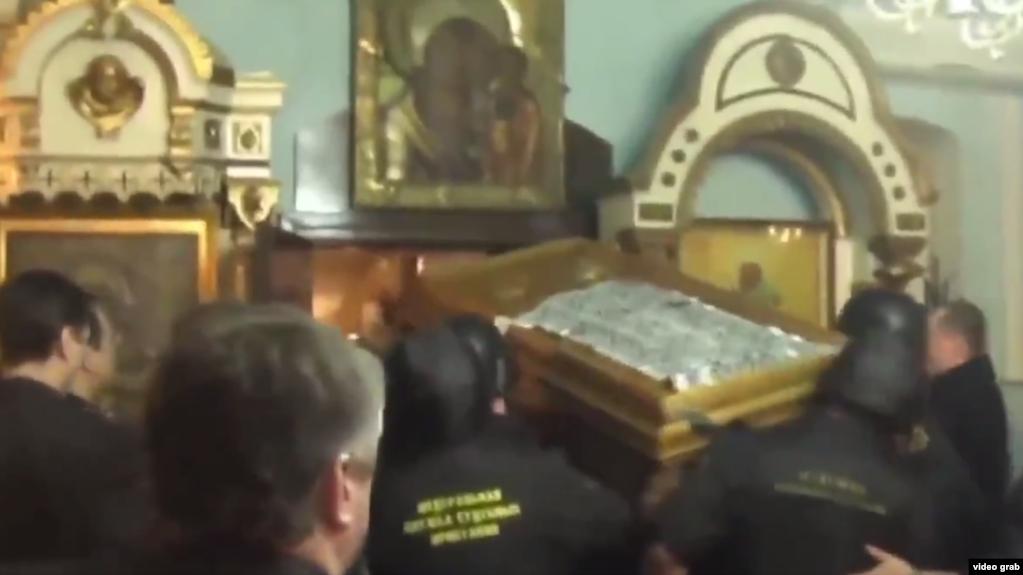 Картинки по запросу В Суздале. Одна церковь отсудила мощи у другой. Изъятия судебными приставами костей.