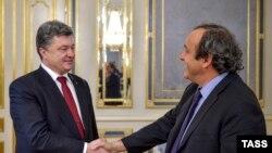 Президент Украины Петр Порошенко и президент УЕФА Мишель Платини