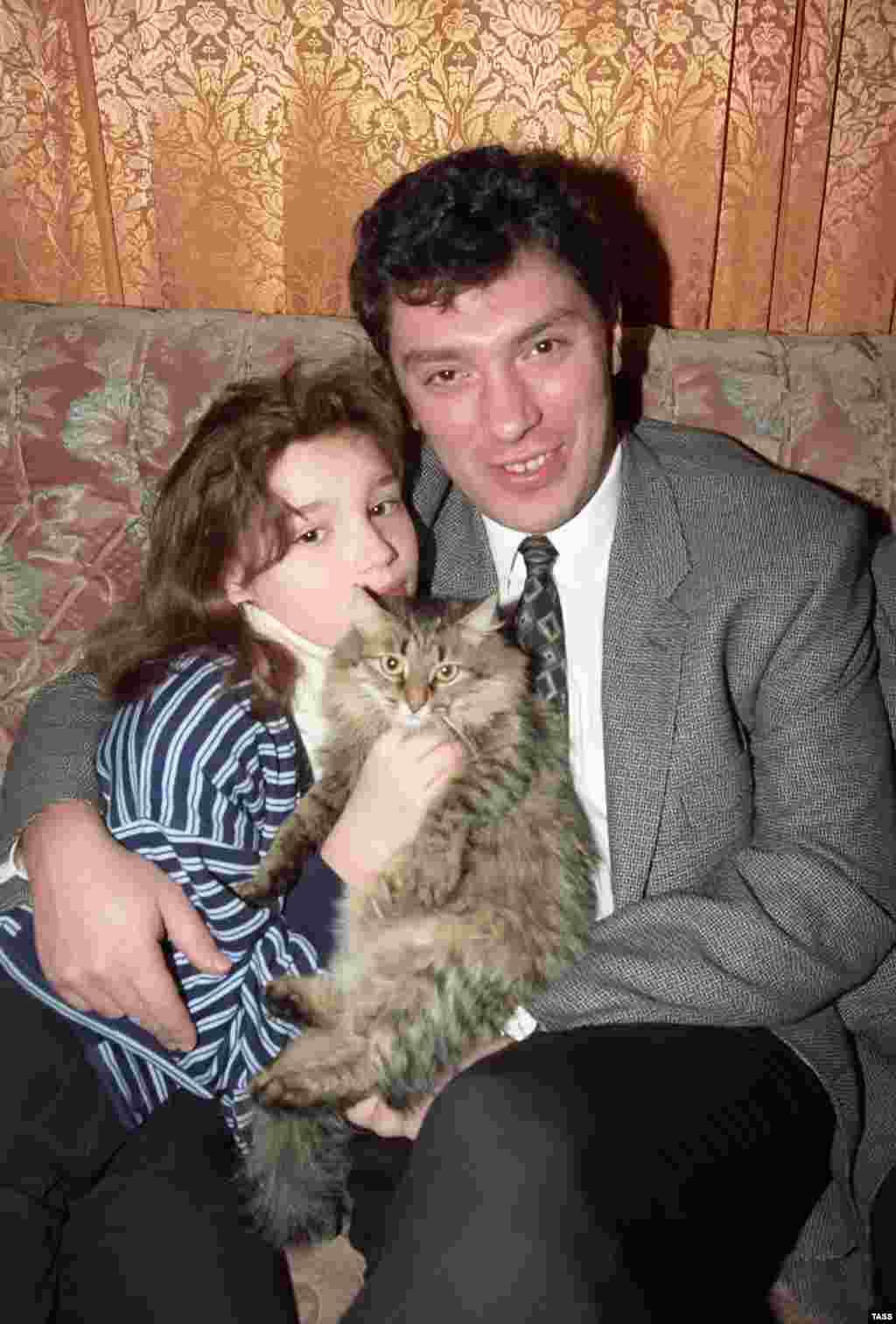 Борис Немцов с дочерью Жанной. 1996 год