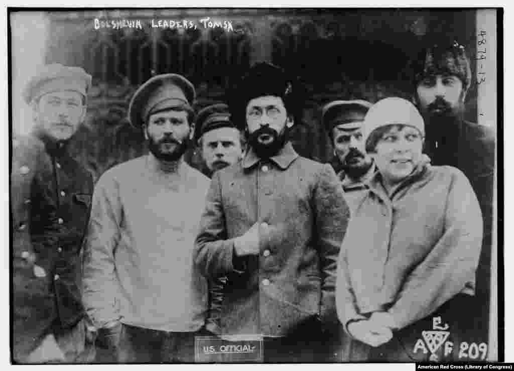 Главы большевистской власти в Томске вместе со стенографисткой в плену у белогвардейцев. Мужчины, запечатленные на этой фотографии, были впоследствии расстреляны