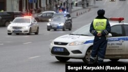 Police in Siberia have reportedly been evacuating buildings and stopping vehicles to conduct searches following a series of bomb threats. (file photo)