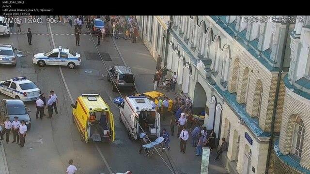 Programme: Еще одна авария с участием такси в центре города, на этот раз в Санкт Петербурге. Англия, Тунис, Волгоград – прямое включение из самого жаркого города Чемпионата. Как в Америке, Европе и России хотят решить проблему мигрантов