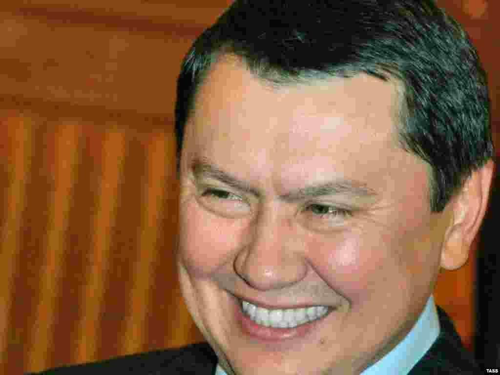 """После возращения на родину из Австрии в 2005 году Рахат Алиев получил назначение на должность заместителя министра иностранных дел Казахстана. На этом посту он проработал около полутора лет. В 2007 году, когда в стране разворачивался скандал, который в прессе назвали """"Рахатгейтом"""", Алиев вновь был отправлен послом в Вену."""