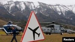 Фото спасательной операции влизи Сейн-Лез-Альп, где ранее разбился A320