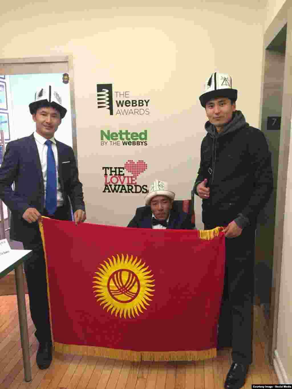 Нургазы, Улан и Хабиб Арзыкулов во время путешествия также встретились с представителями киргизской диаспоры в Нью-Йорке