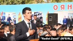 Саилшо Асроров выступает перед Рахмоном