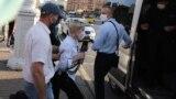 Задержание журналистки белорусской службы Радио Свобода Александры Дынько во время акции солидарности в Минске, 19 июня 2020 года