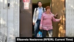 Тамара Васильева и адвокат Дмитрий Джулай выходят из суда в Москве. Фото: Елизавета Нестерова
