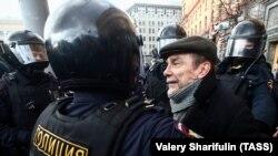 Задержание участников несогласованного митинга у здания ФСБ в Москве. 14 марта 2020 года