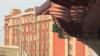 Почему в Петербурге строят мост в 65 сантиметрах от окон