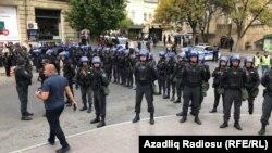 Полиция в центре Баку 19 октября 2019 года. Фото: Azadliq Radiosu