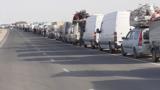 В Узбекистан не могут въехать сотни машин с грузом