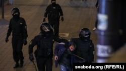 Задержание участника протеста в Минске 23 сентября