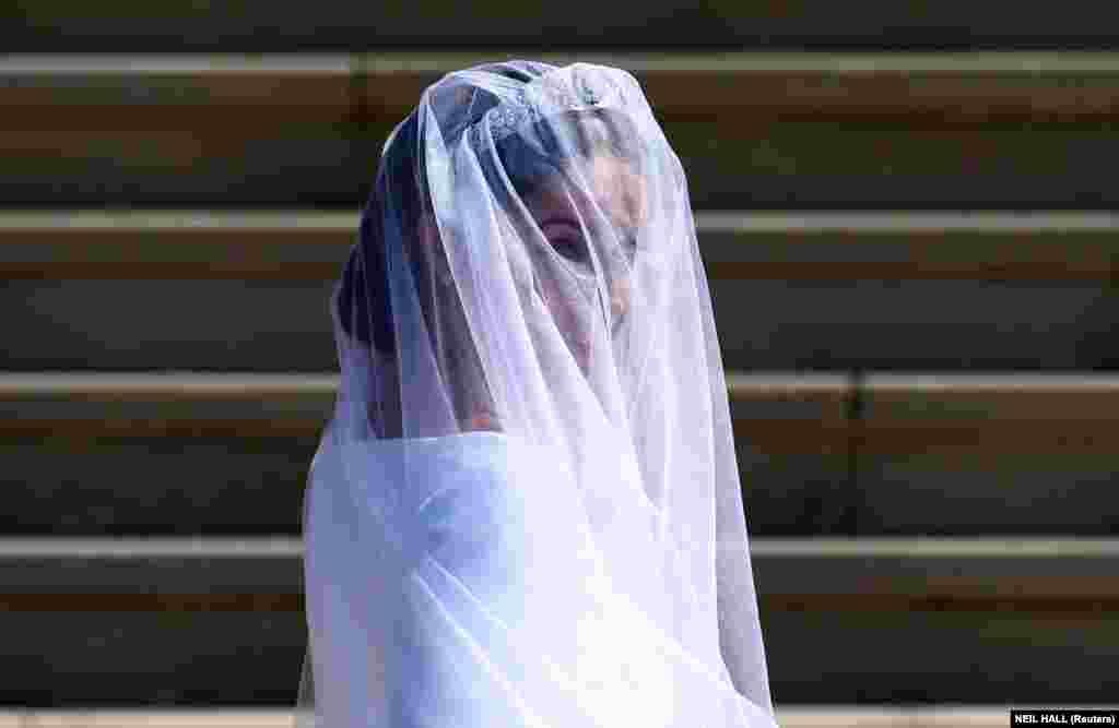 Чтобы выйти замуж за принца Гарри, Меган Маркл отказалась от успешной актерской карьеры и социальных сетей.