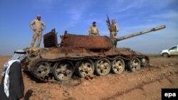 """Уничтоженный иракскими войсками танк """"Исламского государства"""