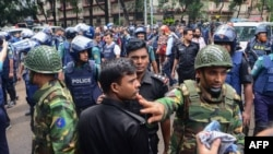 Операция по захвату террористов в кафе в Дакке