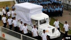 """Специальный """"папамобиль"""", подготовленный для Римского Папы во время визита на Филиппины"""
