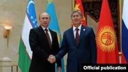 Владимир Путин с президентом Киргизии Алмазбеком Атамбаевым, Бишкек, 13 сентября 2013 года