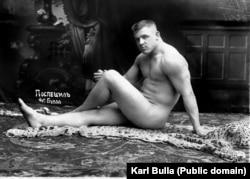 Участник международного чемпионата по классической французской борьбе 1912 года Карл Поспешил в студии Карла Буллы
