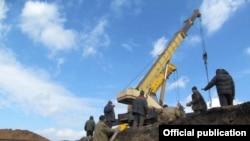 Стройка фортификационных сооружений вокруг Мариуполя, фото Минобороны Украины