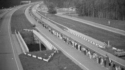 """Участники акции """"Балтийский путь"""", Латвия, 1989 год"""