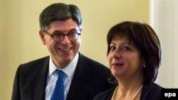 Госсекретарь казначейства США Джек Лю и министр финансов Украины Наталья Яресько на переговорах в марте 2015 года