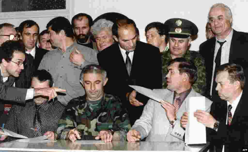 30 августа 1996 года представители России и Чечни подписали соглашение о прекращении огня