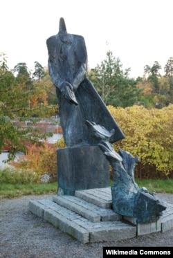 Памятник Раулю Валленбергу в его родном городке в Швеции