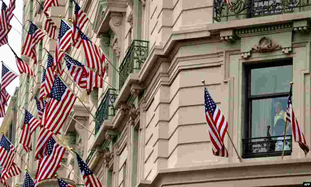 """На газоне околоКапитолияв Вашингтоне проходит бесплатный концерт """"A Capitol Fourth"""", в котором принимают участие главные звезды шоу-бизнеса"""