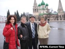 Артем Матвеев со своими лечащими врачами Натальей Каширской, Николаем Капрановым, Ириной Ашеровой