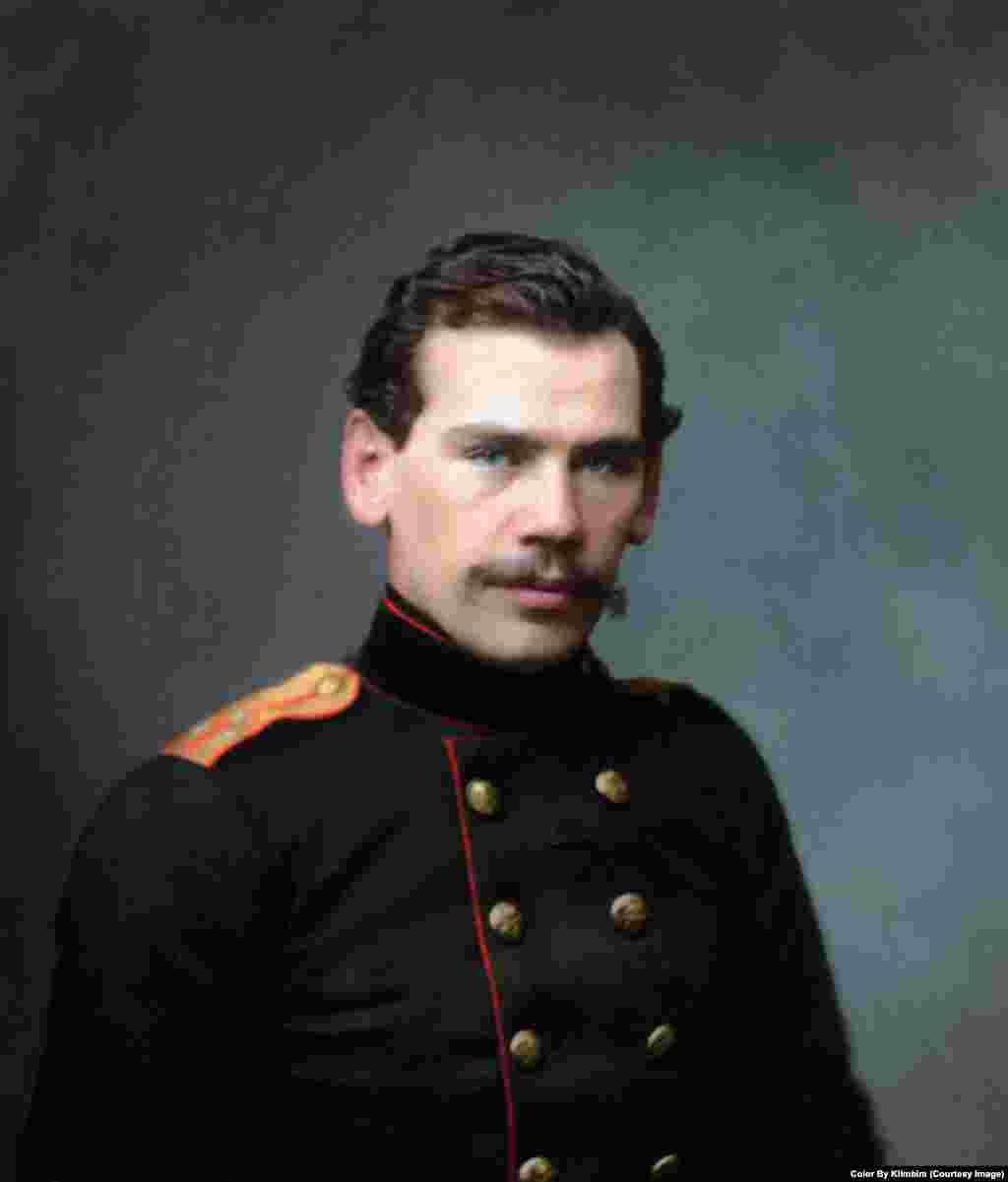 На фото – российский писатель, граф Лев Толстой в возрасте 28 лет, 1856 год