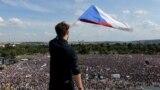 Крупнейшая за 30 лет акция протеста прошла в Чехии