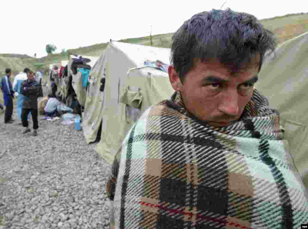 Опасаясь дальнейших кровопролитий, сотни людей направились в сторону киргизской границы
