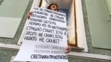RUSSIA – Single picket on Nevsky Prospekt in support of political prisoners. Saint Petersburg, May 13, 2021