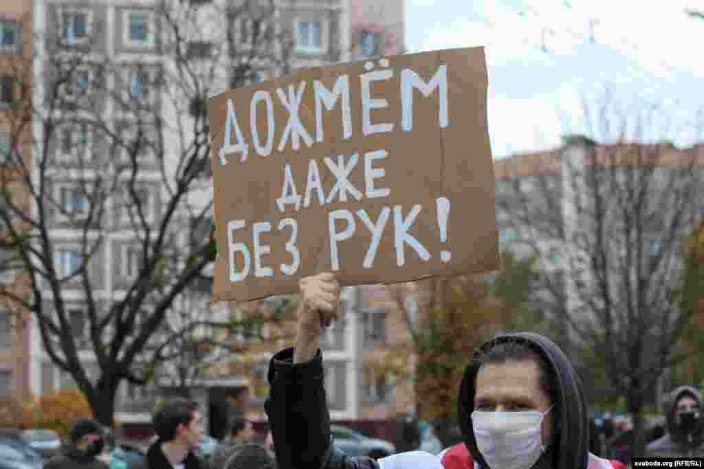 """В пятницу Лукашенко заявил, что любой, кто прикоснется к силовику в ходе протестов, """"уйдет как минимум без рук"""""""