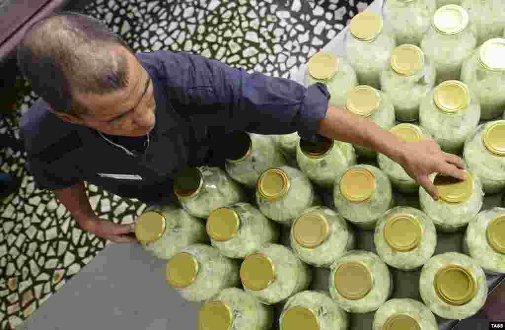 Завод по переработке и консервированию продуктов открылся на территории колонии строгого режима в начале октября в рамках антикризисной программы