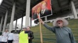 Америка: задержание Роджера Стоуна и месяц без зарплаты