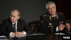 Президент России Владимир Путин и глава МВД Владимир Колокольцев