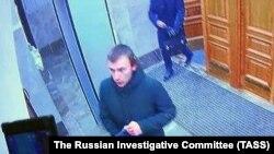 Студент Михаил Жлобицкий за несколько секунд до взрыва в здании управления ФСБ, Архангельск, 31 октября 2018 года