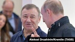 Аркадий Ротенберг и Владимир Путин на открытии моста в аннексированный Крым