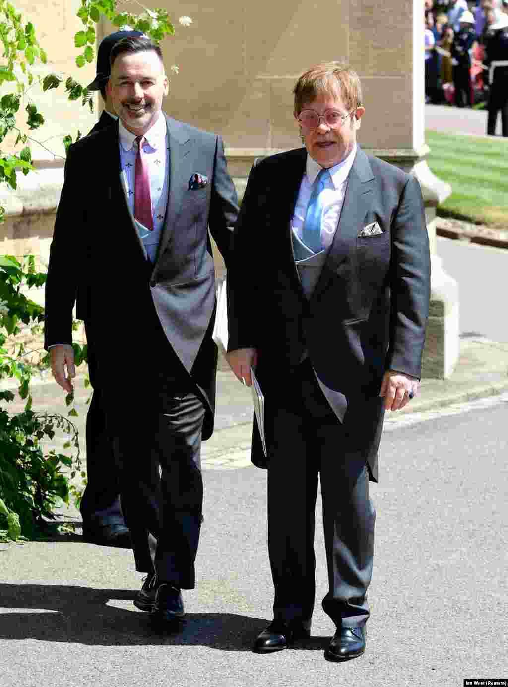 На свадьбе выступит сэр Элтон Джон. На церемонию он прибыл со своим супругом Дэвидом Фернишем.