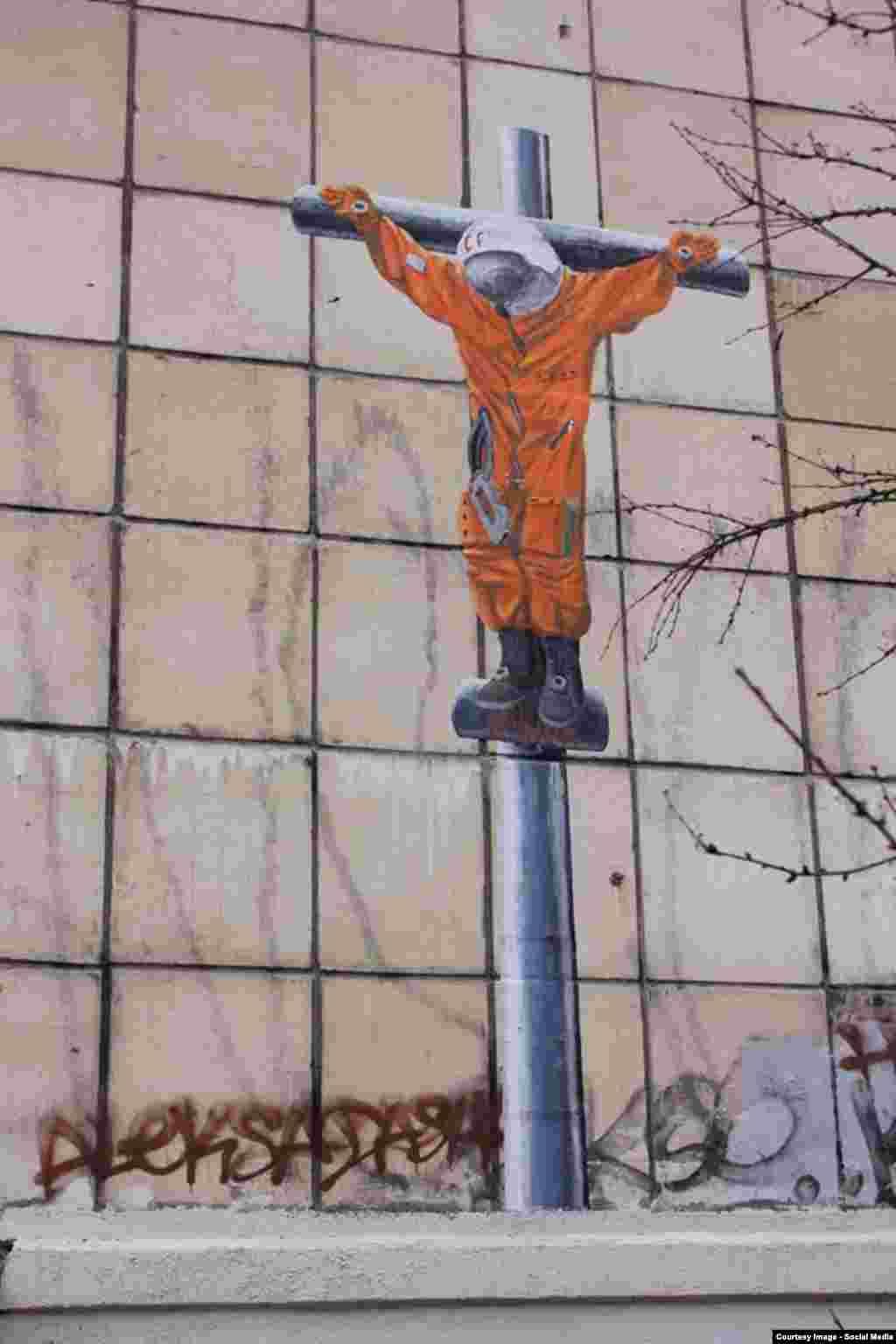 В 2015 году День космонавтики совпал с празднованием Пасхи. Пермский художник Александр Жунев посчитал это совпадение символичным и изобразил Гагарина распятым на кресте. Он объяснил свой поступок тем, чтонаука и религия долгое время противостояли друг другу, но сейчас наука начала уступать свои позиции в первенстве за влияние на умы населения