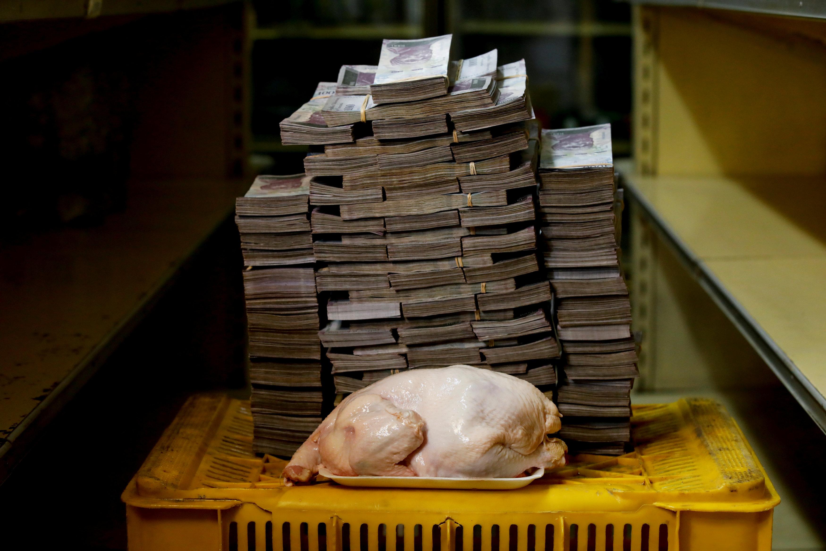 В августе 2018 года 2,4 кг куриного мяса можно было купить за 14 миллионов 600 тысяч боливар – 2,22 доллара США