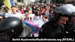 """Бунтуй, люби, прав не отдавай!"" В Киеве прошел марш равенства"