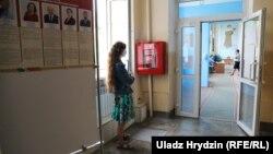 Наблюдательница на избирательном участке, Минск, 4 августа 2020 года